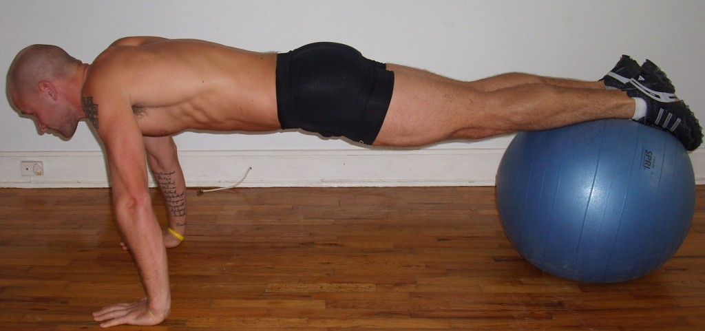 Plank - Fundamental exercise that strengthens the whole body and establishes the kinetic chain.